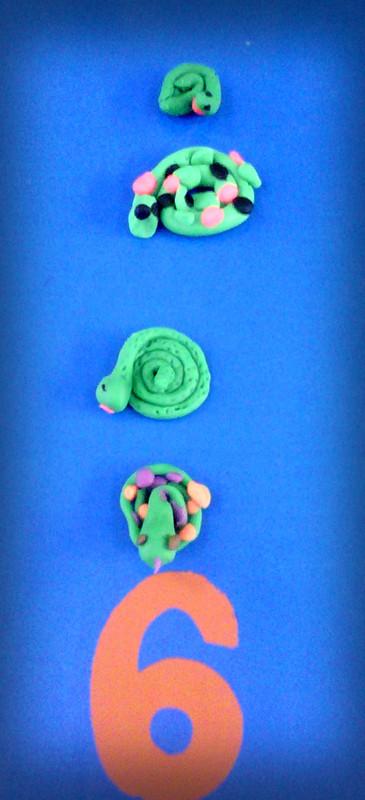 可爱的小蛇~~~ 这是第三组小朋友的作品 这是第丝组小朋友的作品